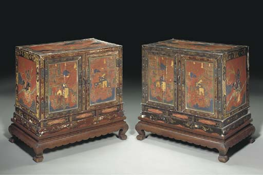 A PAIR OF CHINESE PAINTED LACQ