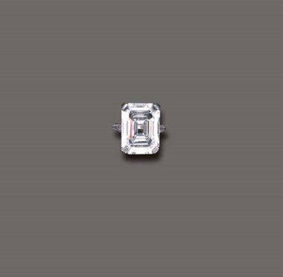 AN EXQUISITE DIAMOND RING, BY