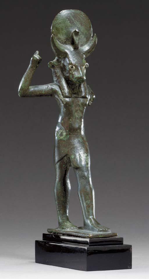 AN EGYPTIAN BRONZE MNEVIS