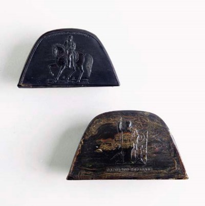 A CARVED HORN HAT FORM SNUFF B