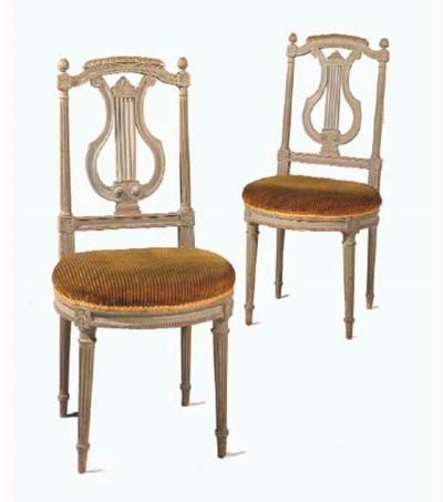 Paire de chaises de style Loui
