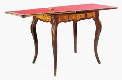 TABLE A JEU DE STYLE LOUIS XV,
