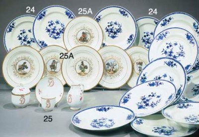 SIX ASSIETTES EN PORCELAINE DU