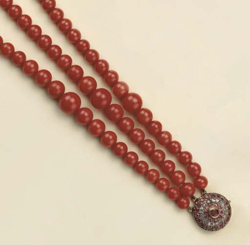 Collana in corallo, rubini e d