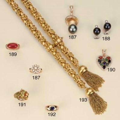 Paio di orecchini in oro con p