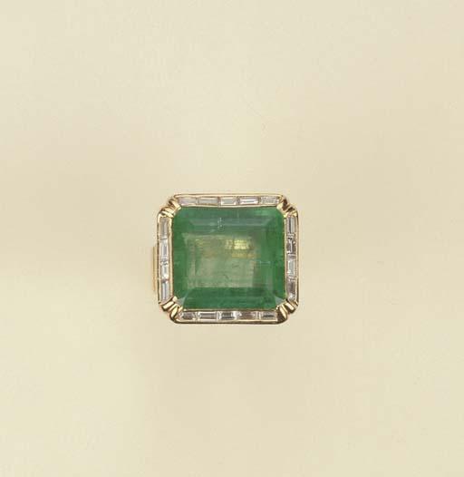 Anello in oro con smeraldo e b