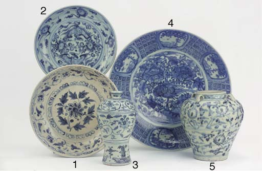 A Swatow blue and white dish