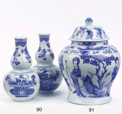 A pair of blue and white doubl