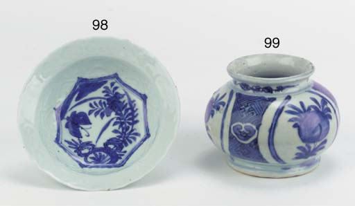 A blue and white small 'klapmu