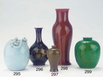 A green-glazed vase and a whit