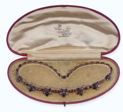 AN ANTIQUE GARNET NECKLACE
