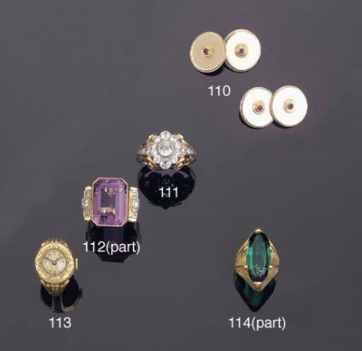 (7)    A COLLECTION OF JEWELLE