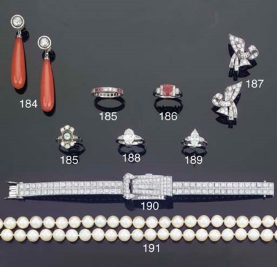 A TWO ROW CULTURED PEARL NECKL