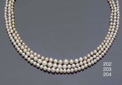A NATURAL  PEARL NECKLACE