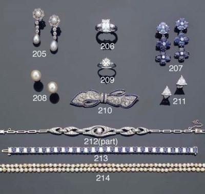 A PAIR OF CULTURED PEARL EARST
