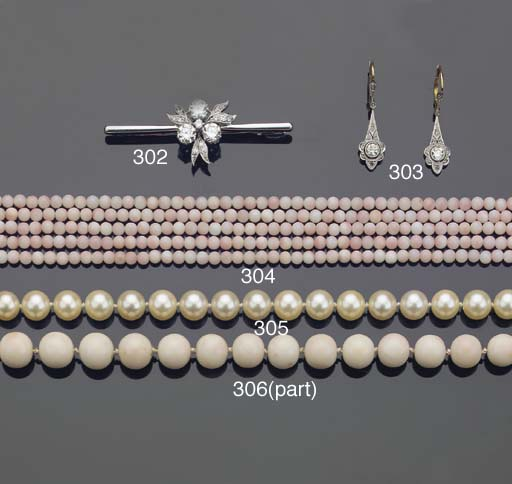 A CULTURED PEARL NECKLACE