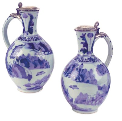 A Japanese pair of Arita blue