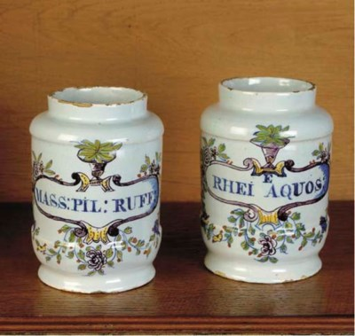 A set of two small Dutch Delft