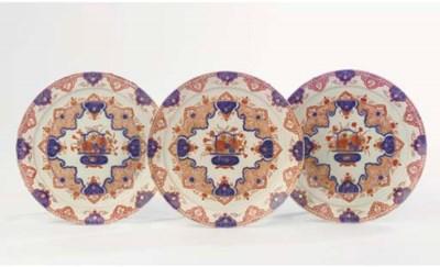 A set of three Delft doré chin