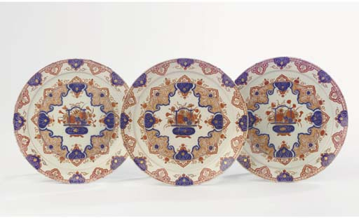 A set of three Delft doré chinoiserie pancake plates