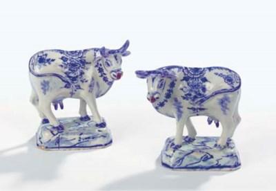 A pair of small Dutch Delft bl