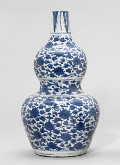 A MING BLUE AND WHITE DOUBLE-G