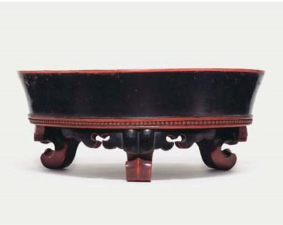 A Negoro footed washbasin