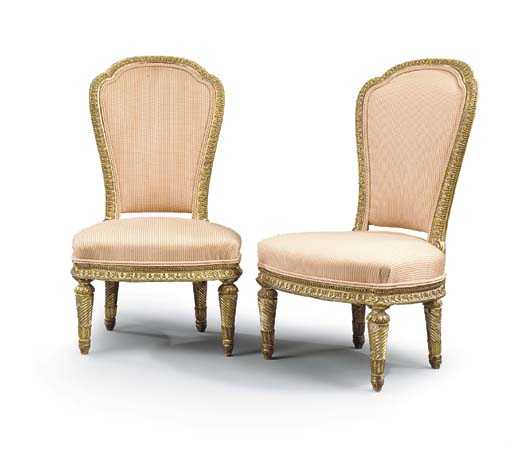 A PAIR OF FRENCH GILTWOOD CHAU