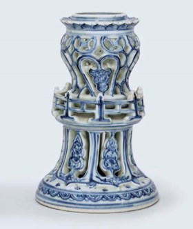 A RARE LATE MING BLUE AND WHITE PIERCED STAND