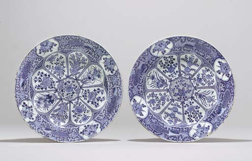 A PAIR OF BLUE AND WHITE LARGE