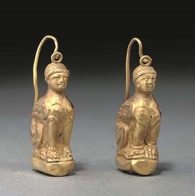 A PAIR OF HELLENISTIC GOLD SPH