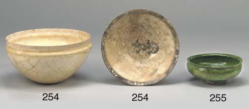 A green glazed pottery bowl, S