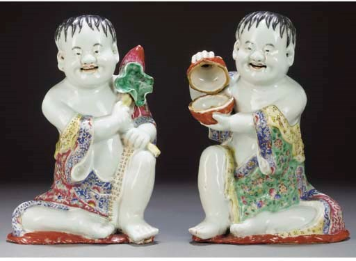 A pair of Chinese models of se