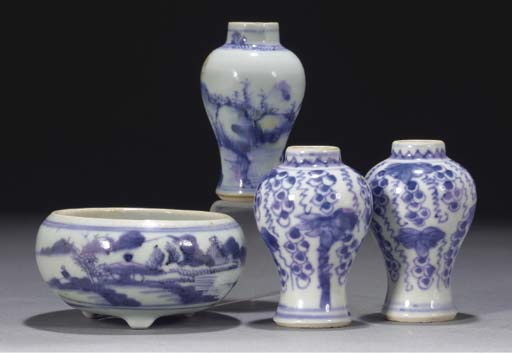 Three Chinese miniature blue a