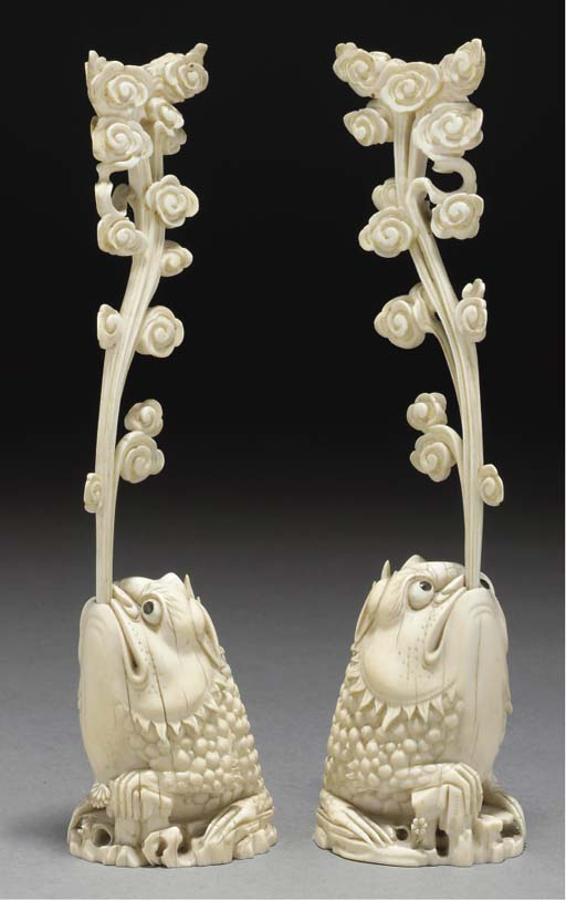 A pair of Chinese ivory stands
