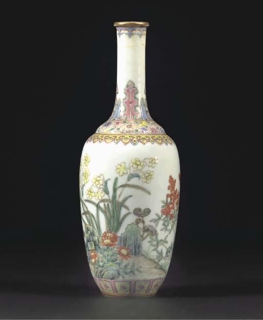 A famille rose bottle vase, bl