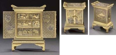 A Komai style cabinet, late 19