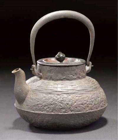 An iron teapot (tetsubin), Edo