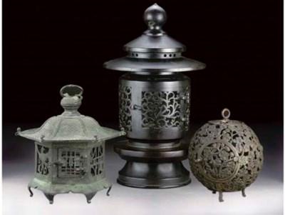 Three bronze koros, 19th Centu
