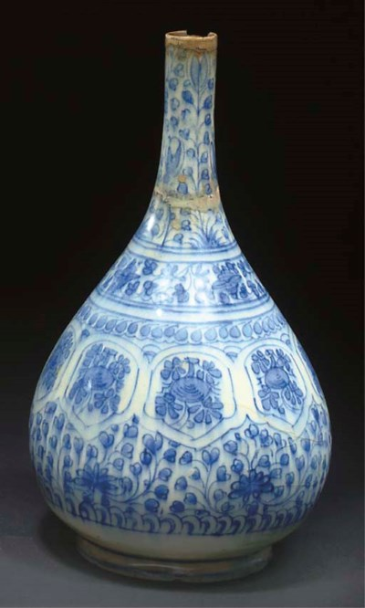 A SAFAVID BLUE AND WHITE BOTTL