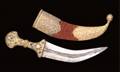 A JAMBAYYIA WITH GILT-COPPER H