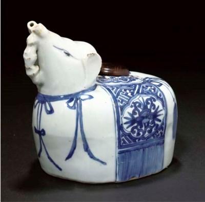 A blue and white zoomorphic ke