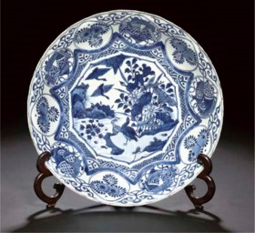 A blue and white Kraak porcelain charger, Wanli