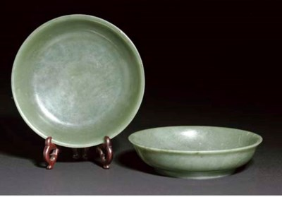 A pair of spinach jade dishes,