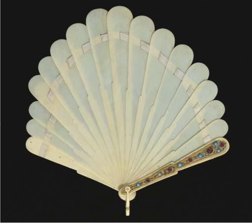 An ivory brisé fan of palmette