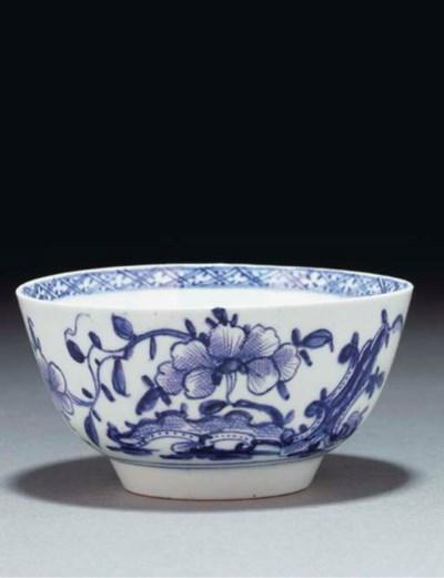 A Lowestoft blue and white sma