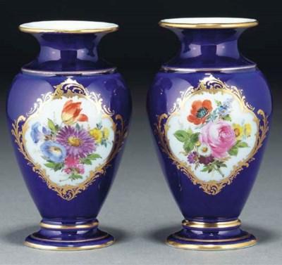 A pair of Meissen blue-ground