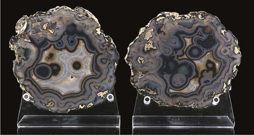 A large pair of agate slices,
