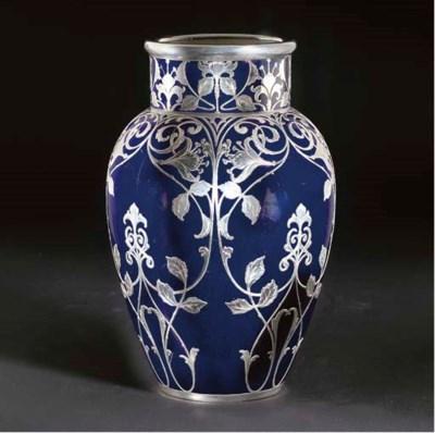 A earthenware vase applied in