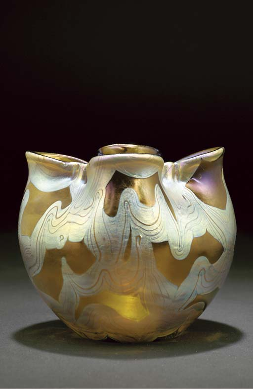 A Loetz iridecsent glass vase